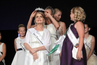 Sandy Shanley is crowned Senior Queen at the Woodbury Ambassador Coronation on Aug. 27, 2018, at Crossroads Church. Hannah Black / RiverTown Multimedia