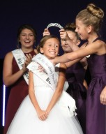 Gisele Parnell beams as she is crowned Little Miss Woodbury Princess at the Woodbury Ambassador Coronation on Aug. 27, 2018, at Crossroads Church. Hannah Black / RiverTown Multimedia